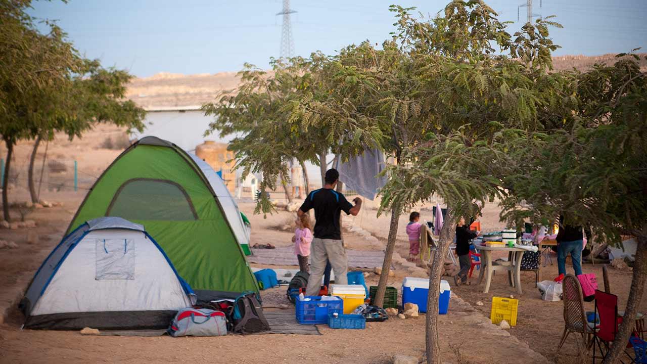 לינה באוהלים ליד מצפה רמון