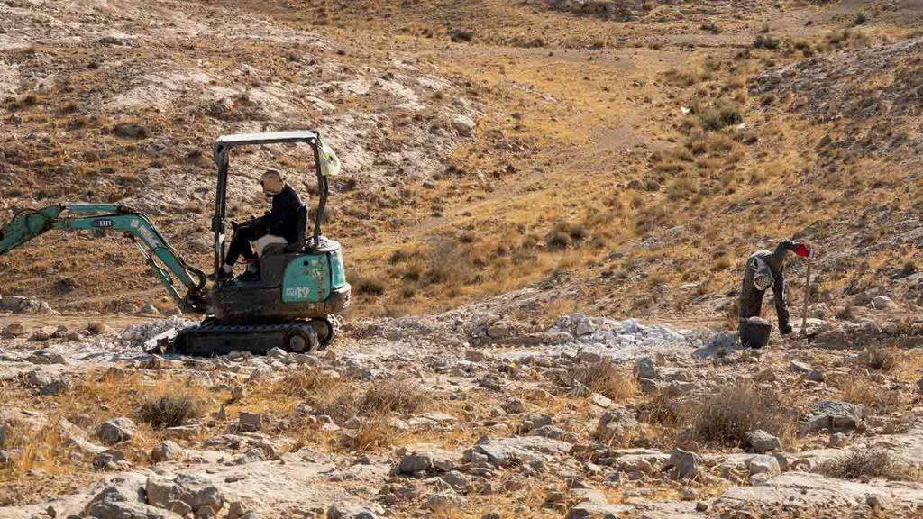שביל ישראל לאופניים - עבודת בניה ליד מצפה רמון