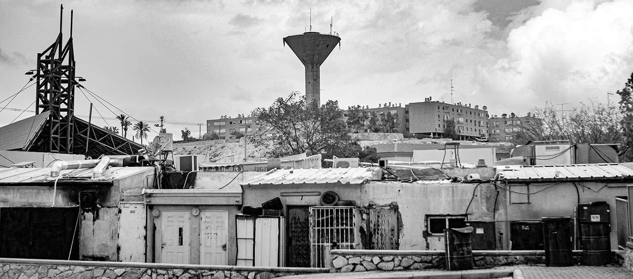 מבט על שכונות מצפה רמון ומגדל המים